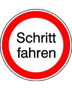"""Hinweisschild """"Schritt fahren"""""""